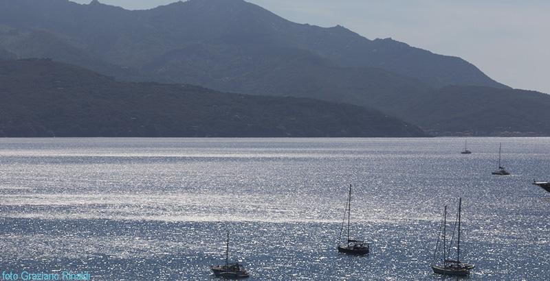 barche con sfondo capanne