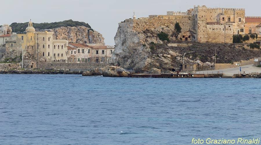 Marina di Campo Isola di Pianosa_paese visto da meridione
