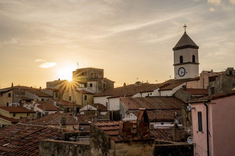 Foto: Là sulla collina, il borgo di Capoliveri