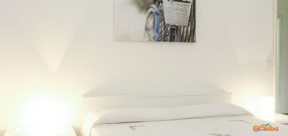 Annarita apartments Marina di Campo House with painting