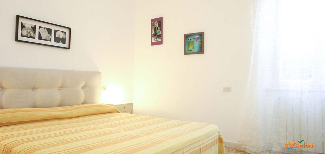 Annarita apartments Marina di Campo upholstered bed
