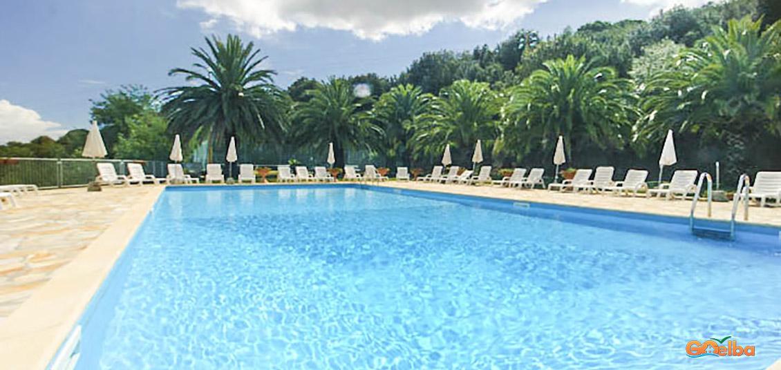 Isola d elba appartamenti con piscina for Isola gonfiabile piscina