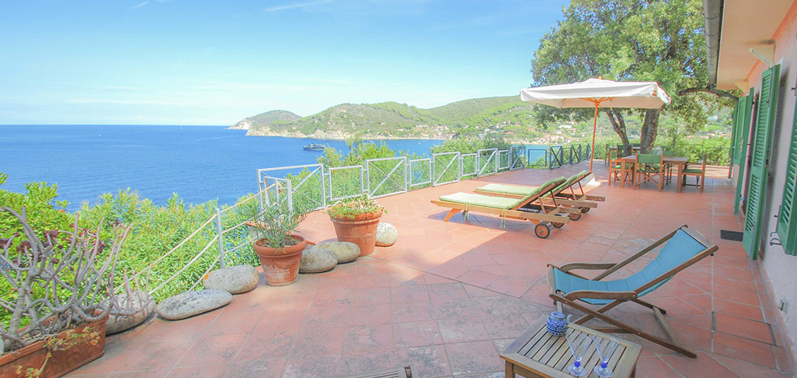 Elba villa direttamente sul mare vicino spiaggia biodola for Piani casa sulla spiaggia con portici